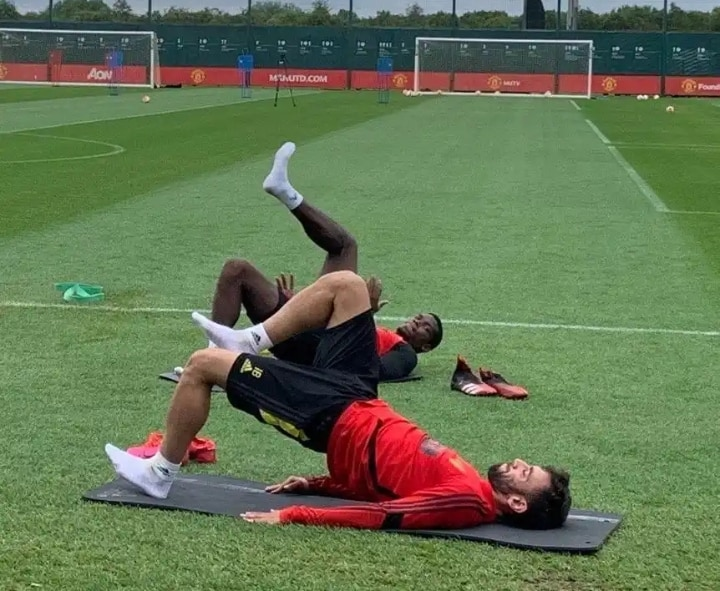 Fernandes & Pogba train together for the first time ahead of EPL return